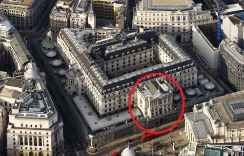 An aerial view of the west end of Threadneedle Street showing the new Royal Echange building plus the south facing view of the Bank of England. The Crown tavern was located to the right hand side of the Bank of England's main entrance which is marked in red