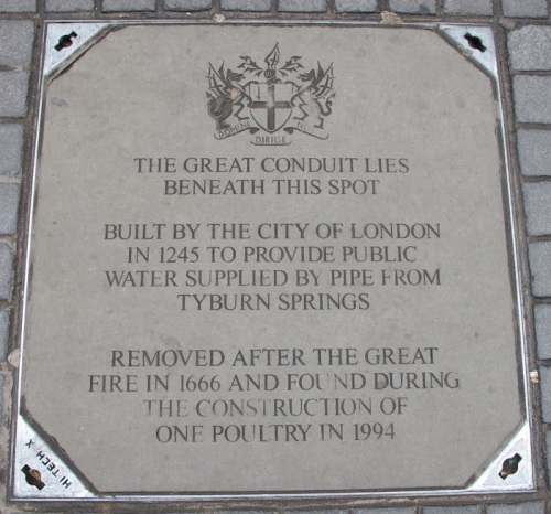 Manhole cover commemorating the history and location of the Great Conduit in Cheapside plus the present day entrance to its now buried undercroft chamber.